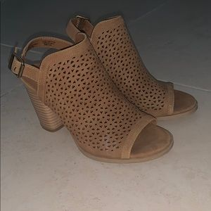 Brown wedges shoes!